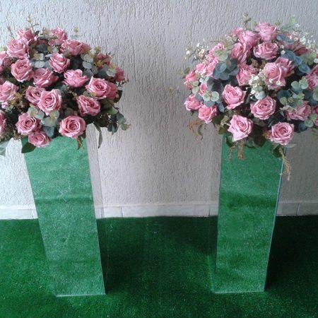 par de colunas  espelhadas rosa retro