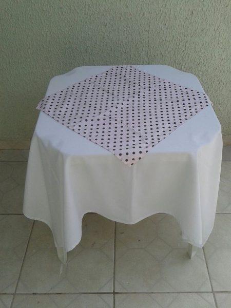 toalha rosa em poá marrom