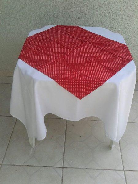 toalha vermelho poá